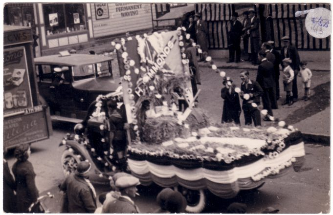 Laindon Carnival 1938, corner of Essex Road.
