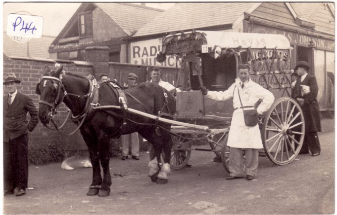 Laindon Carnival 1934. 1st prize, Best horse-drawn trade - J Cottis - Baker.