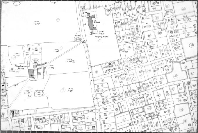 Blue House Farm - BDC 1949 Property Survey Map.  6 is Blue House Farm.  8 is 'The Lodge' known as 'Lawrences'.  10 is Markhams Chase School.  Buckingham Road runs from the left of the picture until it reaches Green Lane where it joins Almada Avenue. | Ordance Survey