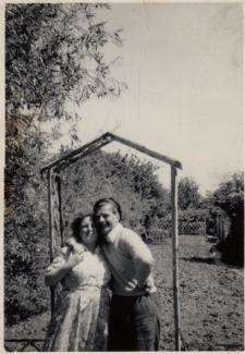 Edie & Bill back garden Fornham, Sandringham Rd., 1955 | Joan Bartrip (née Sarfas)