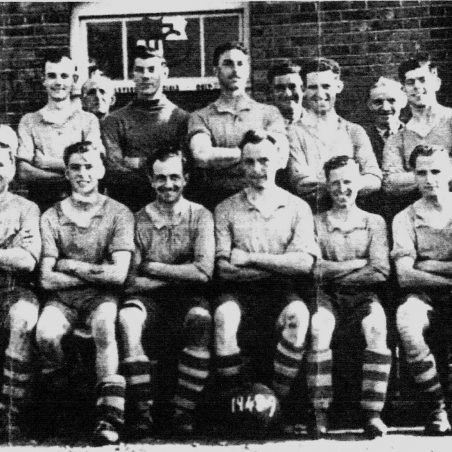 Laindon? 1948-49 (Click on photo to see the names we have and add a comment with additional names) | Les Taylor