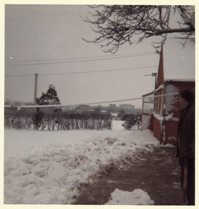 Fords from Spion-Kop's front garden in the snow. My dad, George Burton on right of picture.   Nina Humphrey