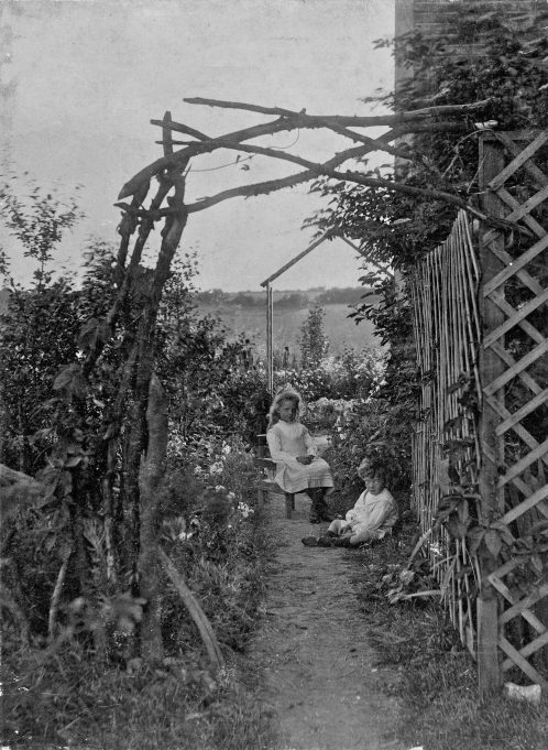 Philip and Freda - 'Morningside', Laindon 1907. | Greg Wass