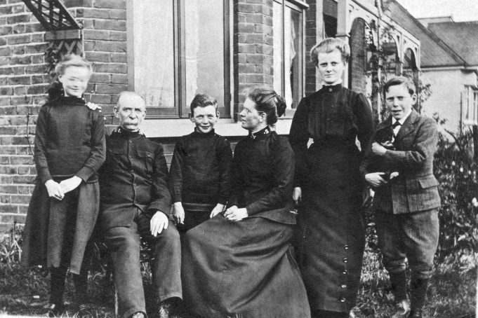The Wass family - 'Morningside', Laindon 1913.  From left - Freda, Samuel, Philip, Julia Kate, Abigail Ivy, Rhys. | Greg Wass.