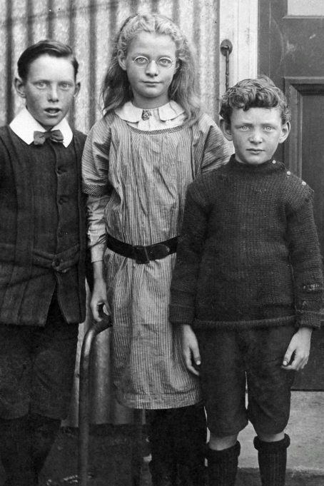 From left - Rhys, Freda and Philip - Laindon 1913. | Greg Wass.