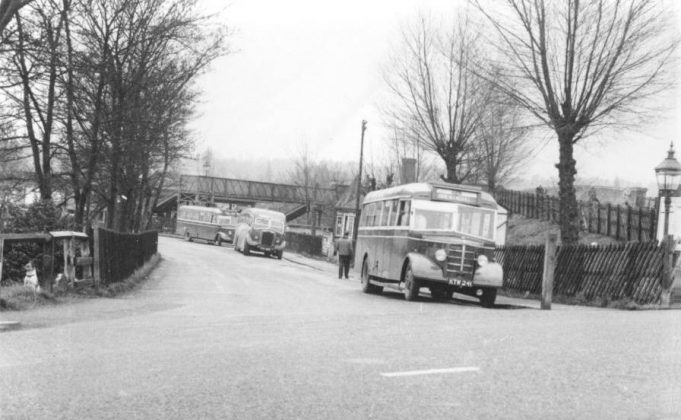 City Coach B28 at Laindon Station | Essex Bus Enthusiasts Group (Frank Church Collection)