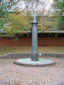 Memorial in front of Laindon Shopping Centre | Ken Porter - 2004
