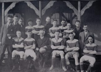 !936/38 - Jim Rawley 3rd team member from right in the back row   Janet Rawley