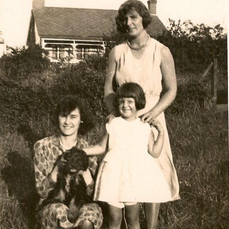 Langdon Hills 1931. Lilly, May and Audrey.