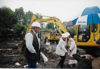 MP Teresa Gorman and Rachel Lieberschuetz Essex County Council Official helping the contractors